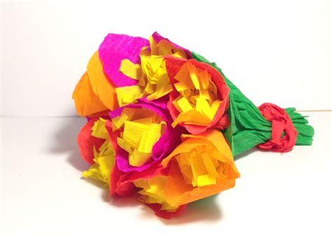 come fare dei fiori di carta lavoretto festa della mamma