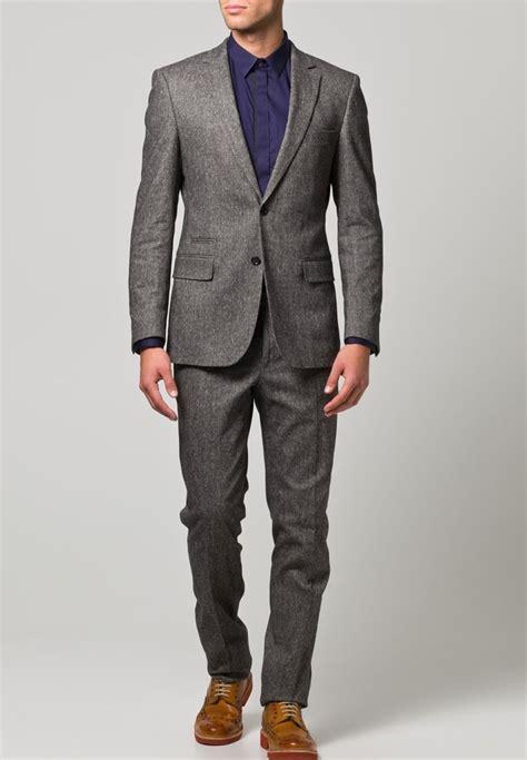 grauer anzug braune schuhe hellgrauer anzug braune schuhe business kleider eleganter grauer anzug weises hemd reirte die