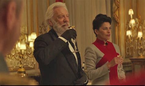 donald sutherland president snow hunger games mockingjay part 2 review premiere live stream