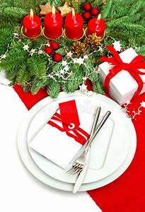 Kerzen Verzieren Weihnachten : neue ideen das haus zu verzieren dieses weihnachten weihnachtsbaumast mit vier kerzen stockfoto ~ Eleganceandgraceweddings.com Haus und Dekorationen