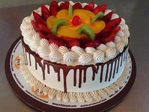 Pastel moca y frutas, torta de vainilla con rellenos de ...