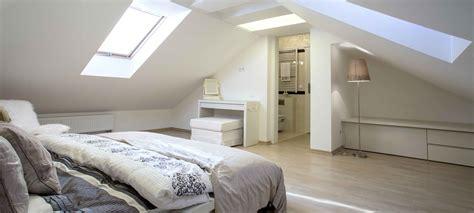 chambre combles transformation de combles en chambre avec salle de bains à
