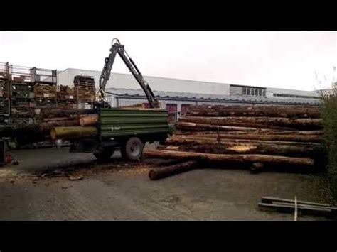 rückewagen mit kran fliegl dreiseitenkipper mit kran stammholz abladen