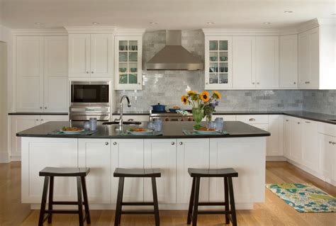 traditional kitchens with white cabinets white shaker cabinets kitchen traditional with backsplash 8580