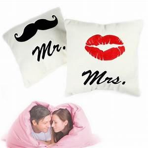 Mrs Berechnen : mr and mrs kissen 2er set liebesgeschenk zum kuscheln ~ Themetempest.com Abrechnung