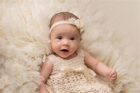 studio baby  month milestone  yvonne leon photography