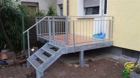 anbaubalkon mit treppe hochterrasse balkon stahlbalkon anbaubalkon mit stahlgel 228 nder und treppe in duisburg