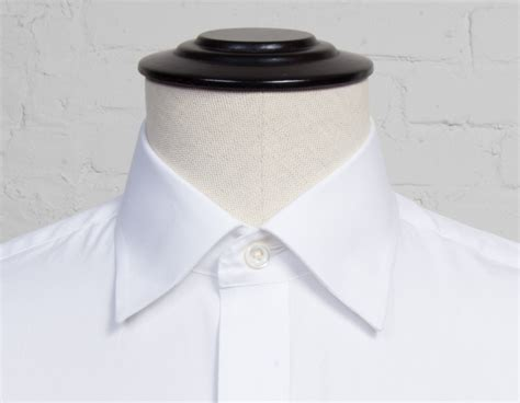 hidden button  collar proper cloth