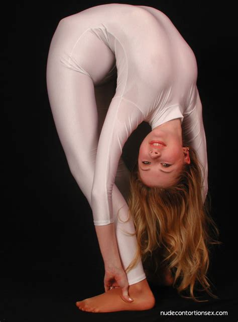 Sexy Contortionist Debut Nude Contortionist