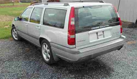 find   volvo  xc awd se cross country wagon