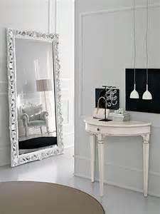 Modelli di specchi da terra in stile classico