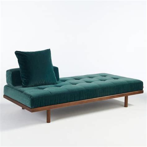 canapé repose jambes 1000 idées à propos de canapé turquoise sur