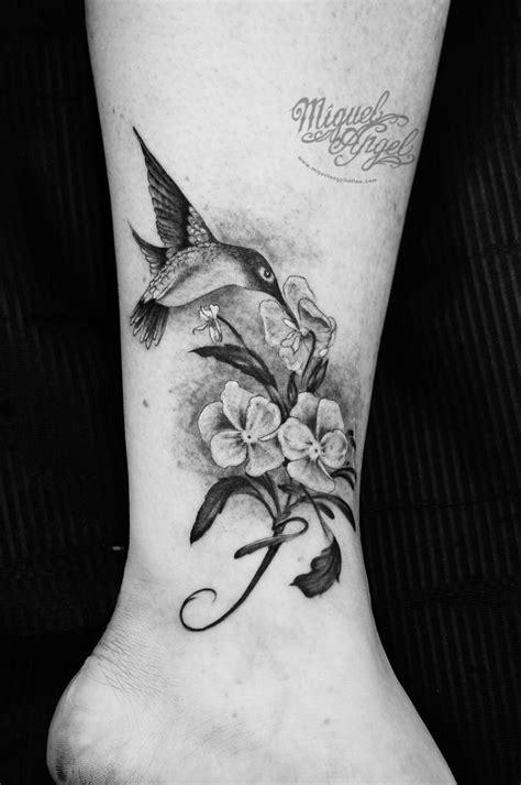 Hummingbird, flowers and letter tattoo | Tattoo lettering