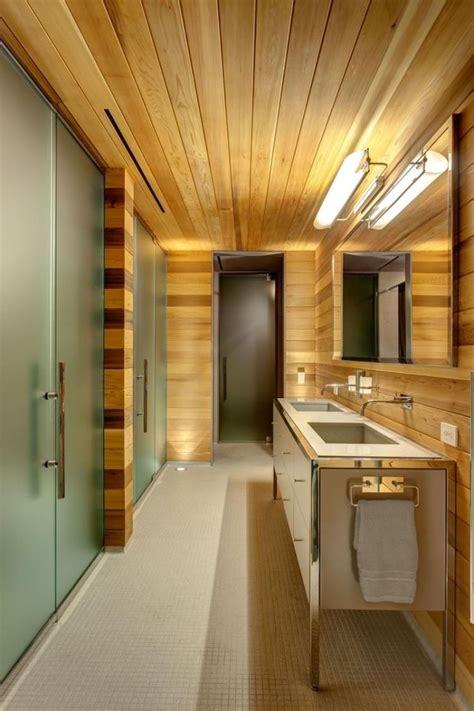 lambris plafond salle de bain les 25 meilleures id 233 es de la cat 233 gorie salle de bains lambris sur boiseries salle
