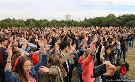 la roche sur yon lyc 233 e fran 231 ois d assise 1 500 personnes pour un clapping g 233 ant