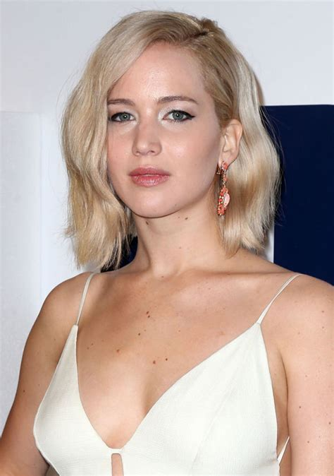 jennifer lawrence puts  busty display  premiere  joy