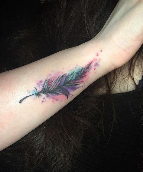 tatouage plume en couleur sur lavant bras tattoo bras