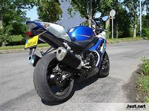 Peut On Rouler Avec 2 Pneus Hiver Et 2 Pneus été : choisir ses pneus pour rouler l 39 hiver moto ~ Medecine-chirurgie-esthetiques.com Avis de Voitures