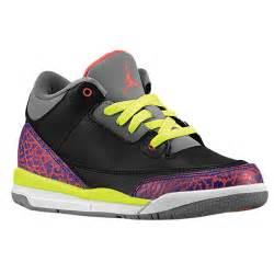 Foot Locker Girls Jordans Retro 3 Size