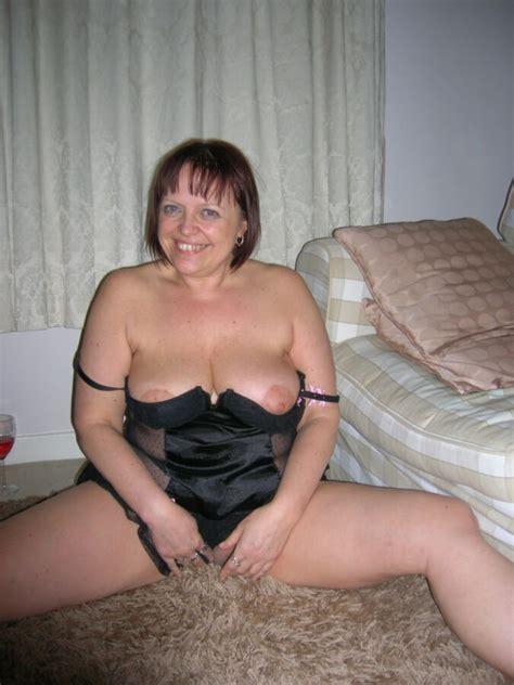Mature British Amateur Milf With Big Tits Posing Free