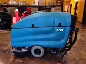 tennant 5700 32 quot disk walk floor scrubber