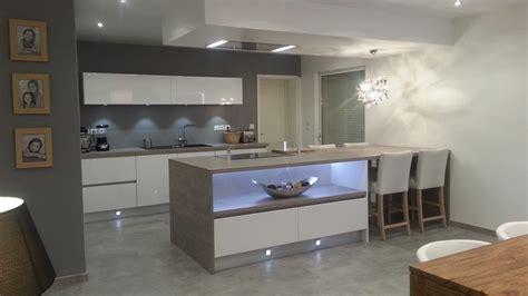 modele de cuisine moderne avec ilot caisson ilot cuisine ilot hauteur plan de travail ou
