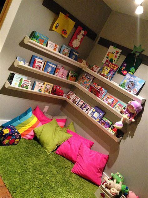 jeux de chambre dans le ventre de maman coin lecture pour enfant for