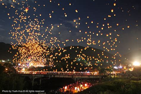 sky lantern festival taiwan pin by vicki li on 台灣 taiwan