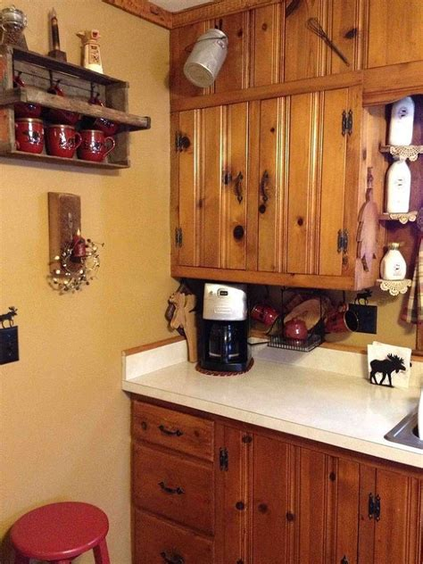 painting pine kitchen cabinets what color should i paint my kitchen cabinets knotty 4060