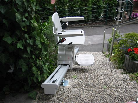 chaise roulante occasion suisse montescal suisse lift sp 233 ciaux monte cargo la solution fauteuil monte escalier plateforme