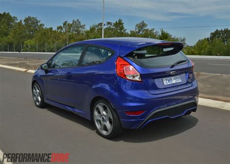 2013 Ford Fiesta St Review (video)