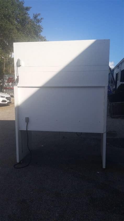 pure aire  vertical laminair clean air flow work