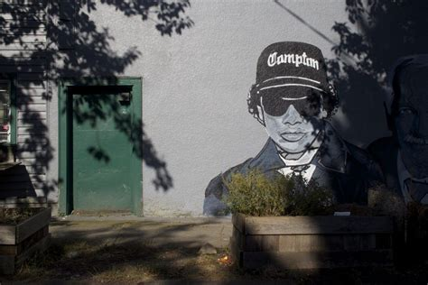 There's An Eazy-e, Jack Layton And Tupac Mural In East Van
