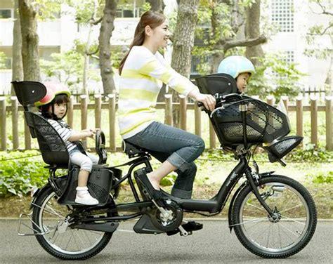 siege velo avant ou arriere vélo cargo un vélo un adulte deux enfants