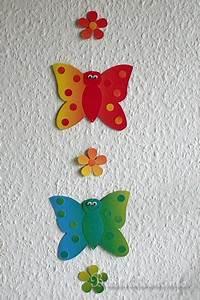 Schmetterlinge Aus Tonpapier Basteln : basteln mit kindern basteln mit papier schmetterling fensterbild b ~ Orissabook.com Haus und Dekorationen
