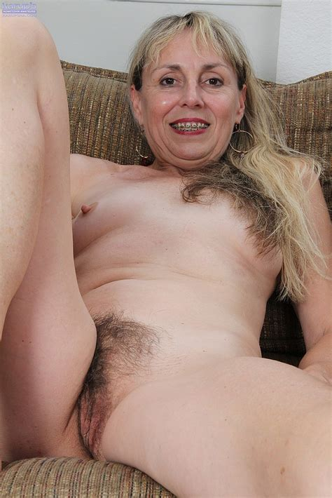 horny mature sophie fingers her hairy slit photos sophie 4 milf fox