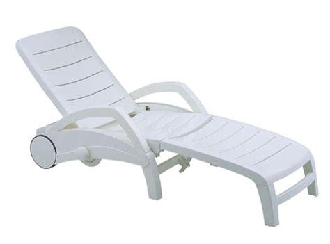 chaise longue en plastique blanc bahia grosfillex blanc bain de soleil pvc lot de 2