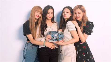 Meet Female K-pop Group Blackpink