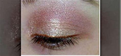 apply light pink  gold eyeshadow makeup