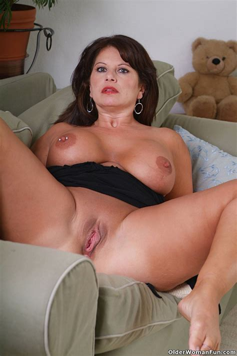 Chubby Milf Caterine Shows Her Massive Tits Pichunter
