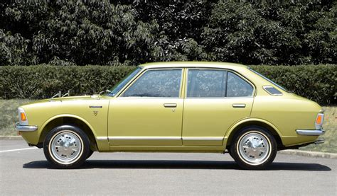 Toyota Corolla 4-door Sedan Jp-spec (ke20) '1970–74