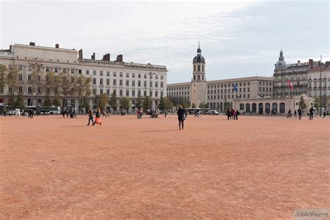 bureau de change lyon bellecour place bellecour plaza in lyon thousand wonders