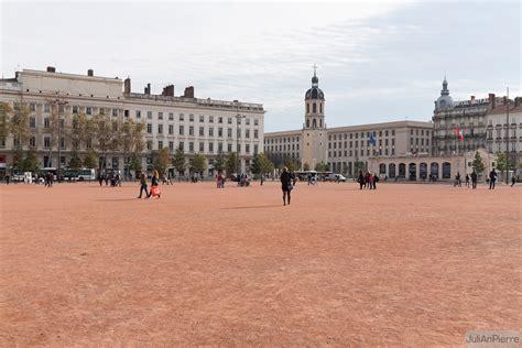 bureau de change lyon bellecour place bellecour plaza in lyon thousand wonders