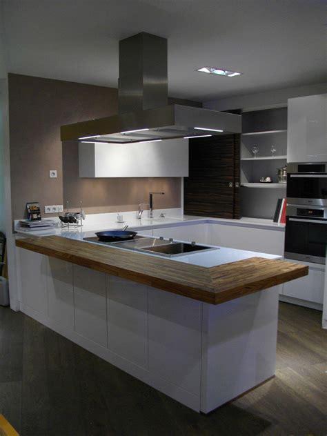 cuisine blanche et plan de travail noir cuisine blanche plan de travail noir des photos avec