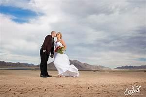 las vegas desert elopement photos megan justin With las vegas desert wedding