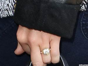 miley cyrus shows off her engagement ring at lax miley With miley cyrus wedding ring
