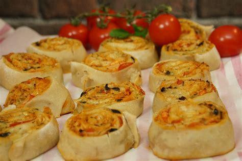 cuisine en facile cuisine recettes de pizza italienne et de chaussons calzone il gusto recette pizza saumon
