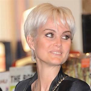 Coupe Femme Courte Blonde : belle coupe courte femme ~ Carolinahurricanesstore.com Idées de Décoration