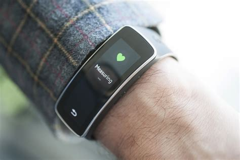 Samsung Gear Fit review: A dazzling wrist wearable with