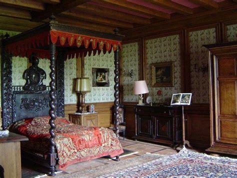 35 Dark Gothic Interior Designs